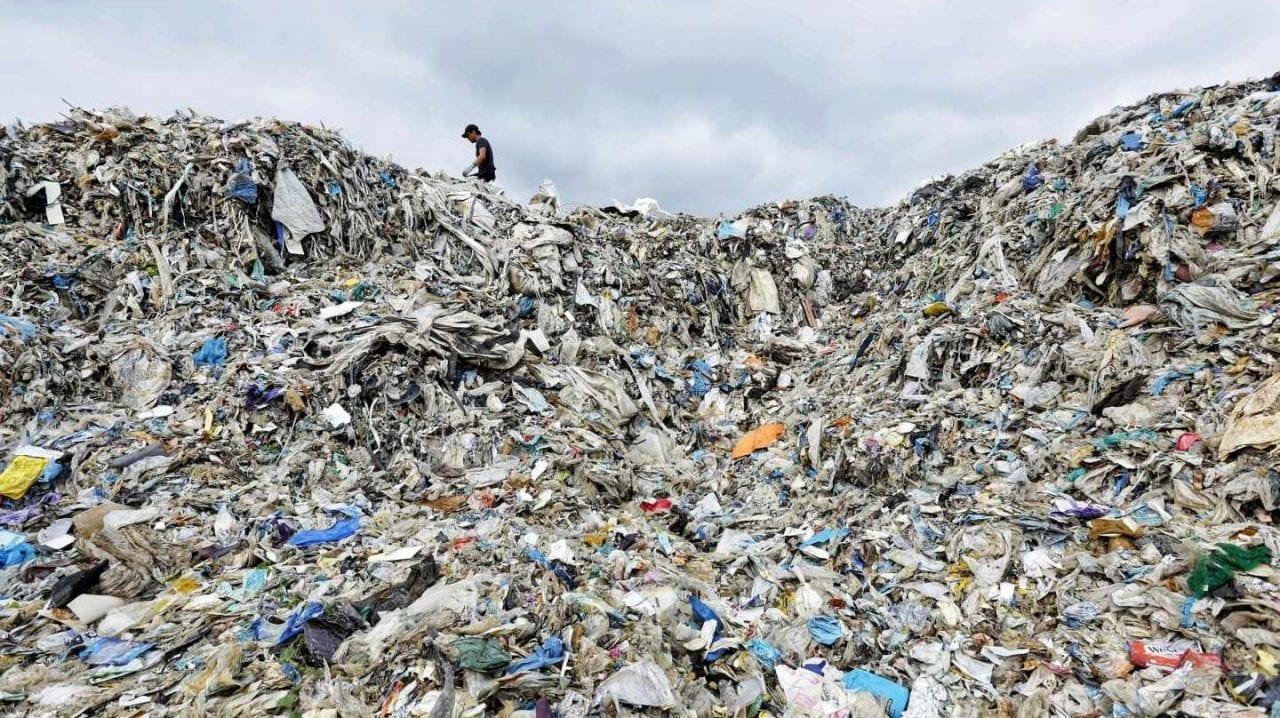 Mundo – La basura nos alcanzó (La Cascada)